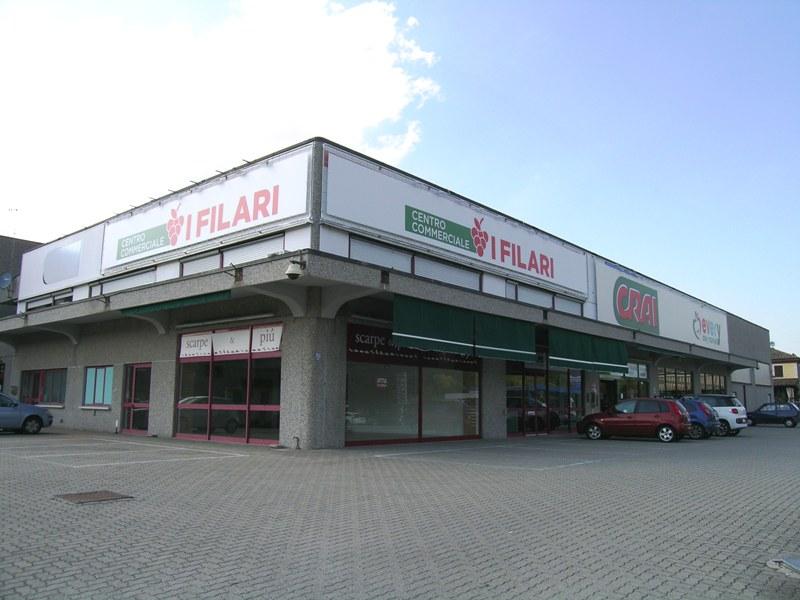 Affittasi locali commerciali